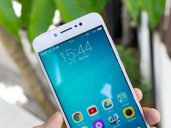 Open box Vivo V5s: phone equipped with selfie camera up to 20 MP, price nearly 7 million